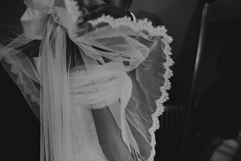 Bride putting on veil | Lisa Jane Photography |Modern London Wedding Photography