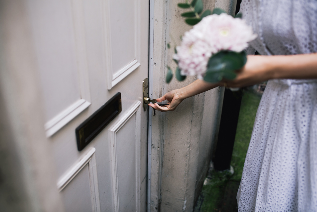 Bride locking her front door at a London Elopement | Lisa Jane Photography | Modern London Wedding Photography