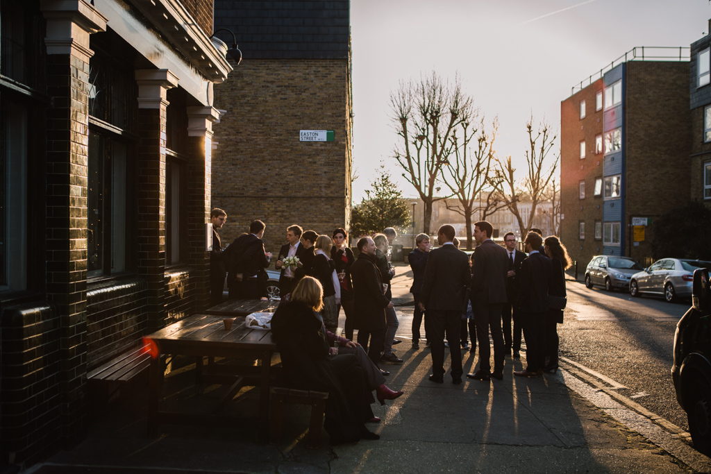 guests drinking outside Easton Pub Wedding | Lisa Jane Photography | Modern London Wedding Photography
