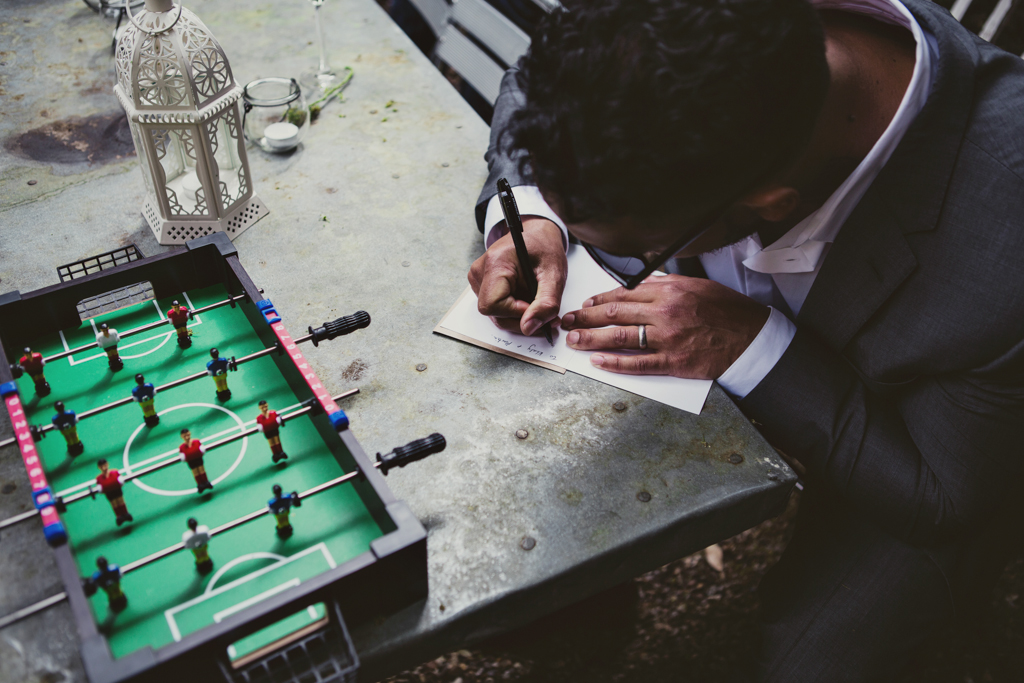 guest writing a card at an east london wedding