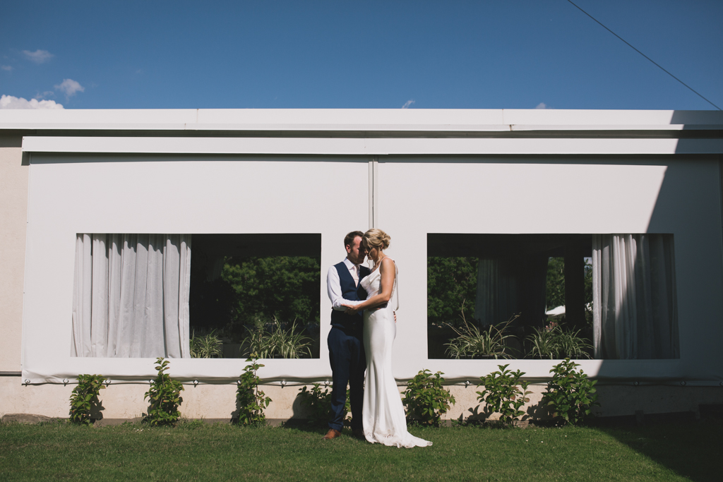 Bride and groom hugging at an Italian wedding